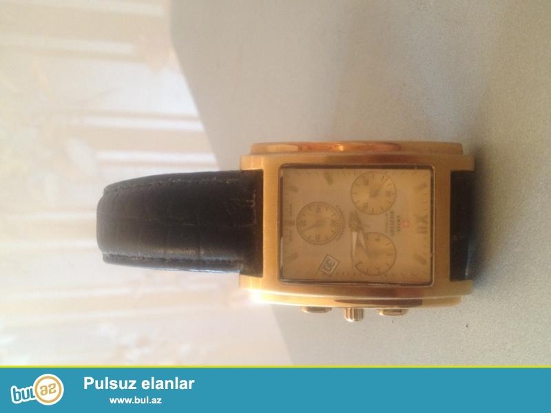 Brend saat modeli SWISS şivessariyanindi temiz arginaldi qizili eqreblere ve ortuye malikdi ela veziyyetdedi deqiq işleyir cemi 1ay istifade olunub.
