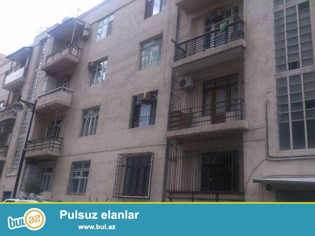 Сабаильский район, около Ахундовского садика продаётся 3-х комнатная квартира...