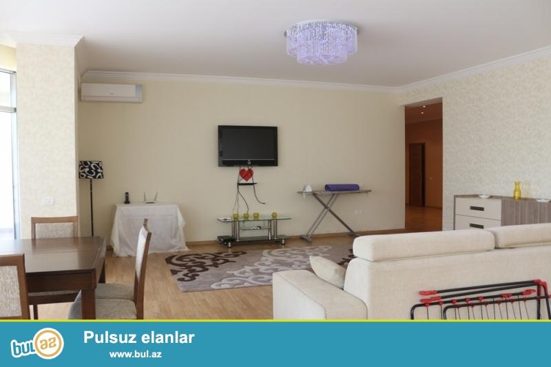 Nəsimi rayonu Bəşir Səfər Oğlu Küçəsi şəhərin mərkəzində MCdonaldsa yaxin 14/5 ümumi sahəsi 130Kv...