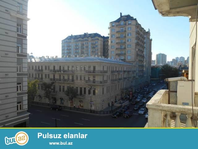 Сабаильский район, около станции метро Сахиль сдаётся 4-х комнатная квартира...