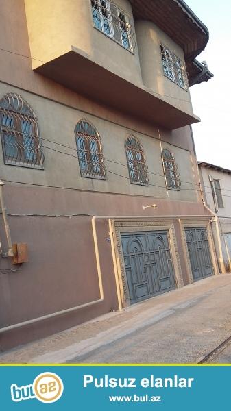 3 Mərtəbəli Həyət evidir. Hər cürə rahat şəraiti, tam təmirli, suyu, qazı, işığı, kombi istilik sistemi olan Villadır...
