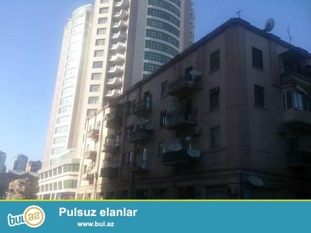 "Насиминский район, около ""Af Mall"" сдаётся 3-х комнатная квартира..."