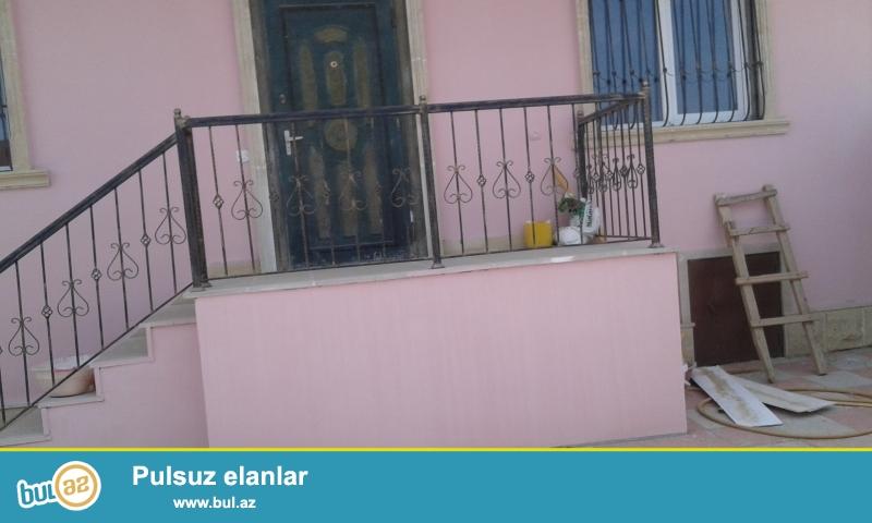 Nermanov rayonu seher baglarinin arxsinda 63 kv 2 otaqli hamam kuxna addelni  orta temirli  heyet evi 7000 AZN satilir...