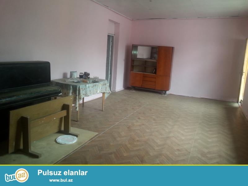 Tecili  olaraq,Sabuncu  qesebesinde,sabuncu   stansiyasindan  5  deqiqelik  mesafede ,yola,mektebe  yaxin,suyu,qazi,isigi   olan  ev  satilir.