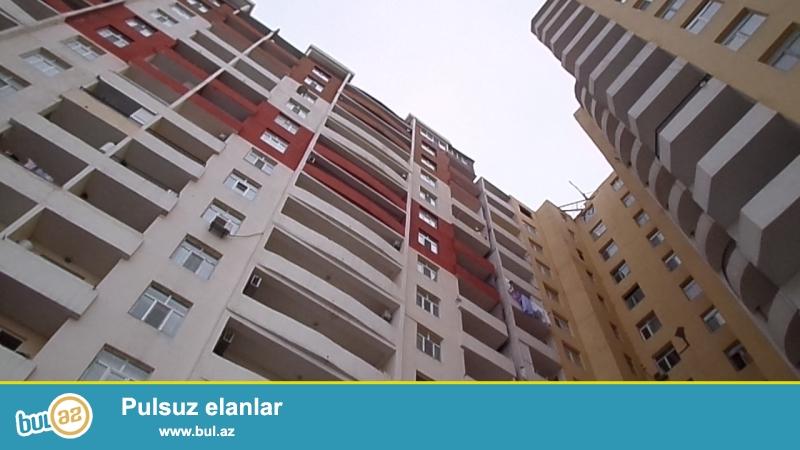 xırdalanda heydər əliyev prospektində tam yaşayılı binada ümumi sahəsi 97 kvadratmetr olan əla təmirli 3 otaqlı mənzil satılır.
