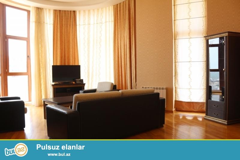 Nəsimi Rayonu Bəşir Səfər Oğlu Küçəsi Yeni Qış Parkina yaxin,Yeni tikili binada 16/12 ümumi Sahəsi 225Kv...