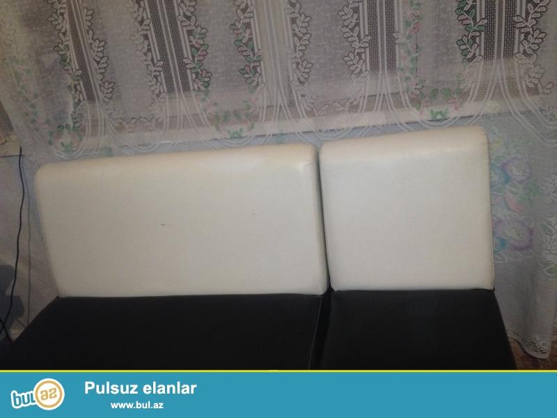 6 eded divan koja rengi ag qara temizlenmezi cox asan yaxwi veziyyetde cemi 1 ay işledilib ofis, kafe bar, klublar ucun yararlidir.