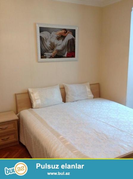 Посуточно сдается 2 комнатная квартира в самом центре г Баку Азербайджан...