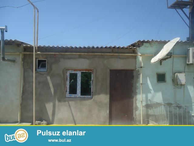 Zeynəb Sabunçu rayonu Zabrat 1 qəsəbəsi əsas yoldan 300 metr məsafədə 2 otaqlı ev satılır...