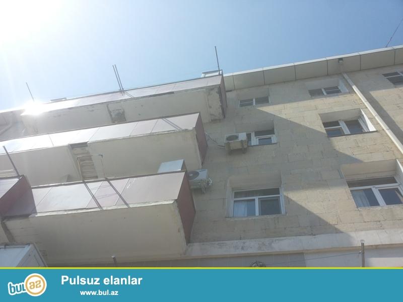 Продается 4-х комнатная квартира переделанная в 3-х комнатную, недалеко от к/т Инглаб, 7 МКР, по улице С...
