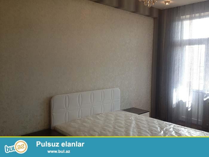 В Ясамалском районе возле Caspian Plaza и метро Низами сдается в аренду  трех комнатная квартира на одиннадцатом этаже шестнадцати этажного дома...