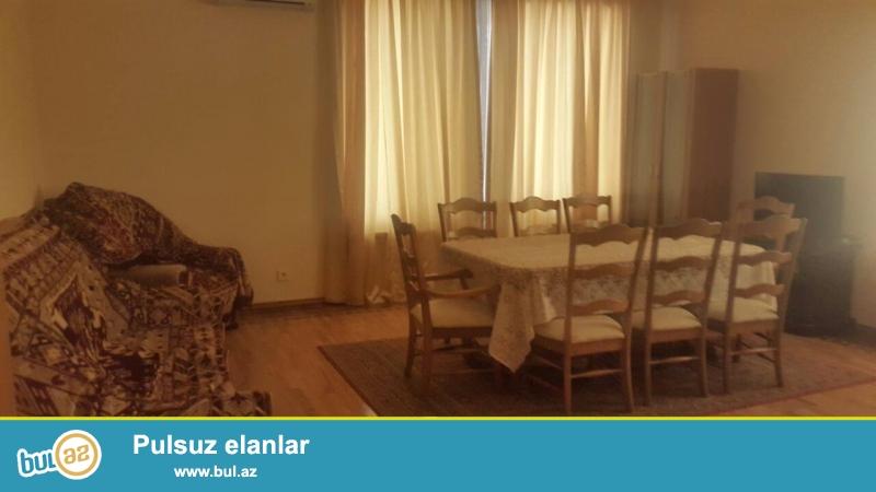 Sheherin merkezinde, Əlovsət Quliyev kuchesinde, «ISR plaza» nin arxasinda, 10/8 mertebede, 4 otaqli, 150 kv metr kiraye verilir...