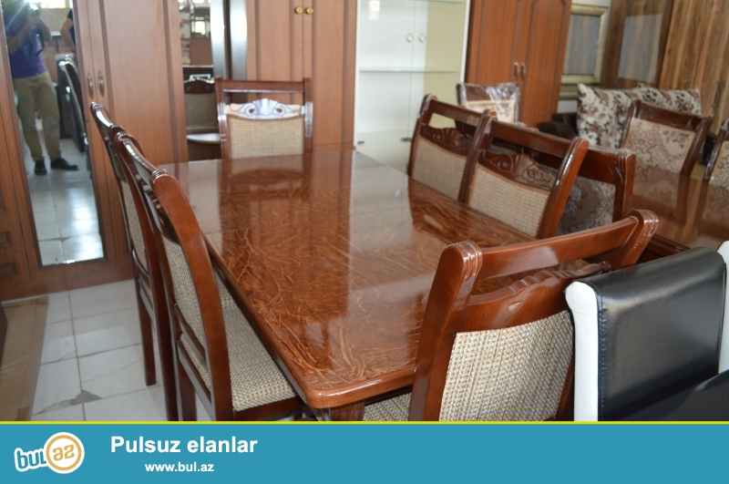 Sumqayitdaki mebel salonumuzda teze obedniy stol ve stullar - komplekt satilir...