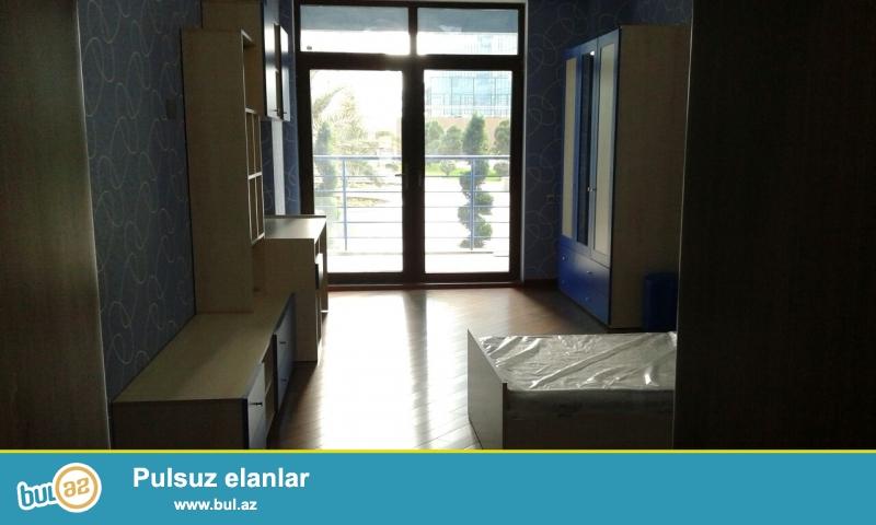 Срочно! По проспекту Нобеля  в элитном комплексе  *YENİ HEYAT* продается 4-х  4/25 комнатная сквозная  квартира площадью 215 квадратов   с евро ремонтом в классическом стиле...