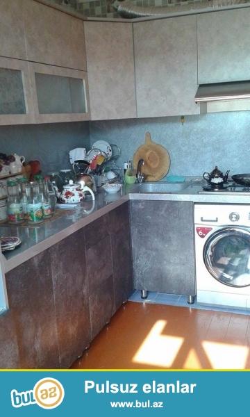 Suraxani Rayonu Yeni guneshli qesebesi AB yashayish sahesi Bina 68 menzil 5 de  5 otaq ev satilir remontlu...