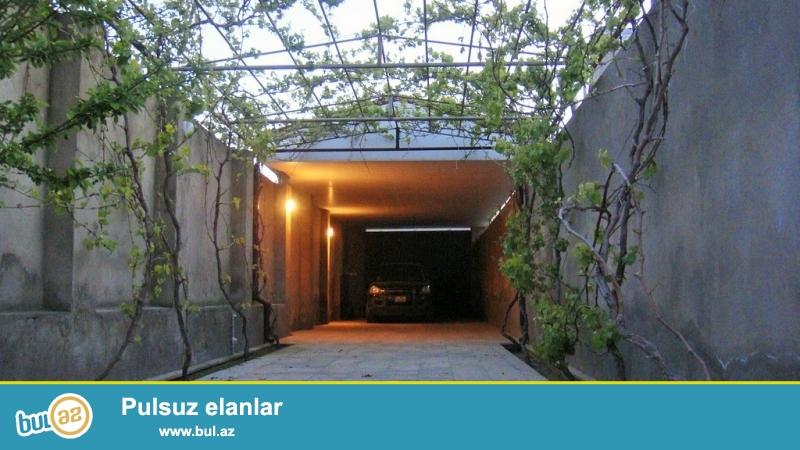 Для очень солидных клиентов! В поселке  Шувалан , за Шувалан  парком продается 1-но этажный, площадью 113 квадрат, 4-х комнатный частный дом , расположенный на  7-ми сотках земли по документам 6 сот...