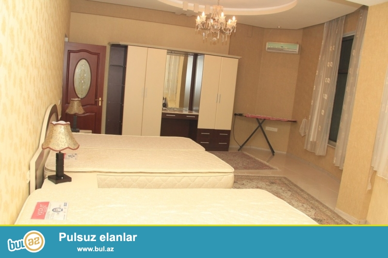 Срочно !  Для очень солидных клиентов продаётся 7-ми комнатная квартира нового строения , 23+24/24 ( Дуплекс)  -  площадью 450 квадрат расположенным  рядом с ЦСУ в здании *AZERSEL*...