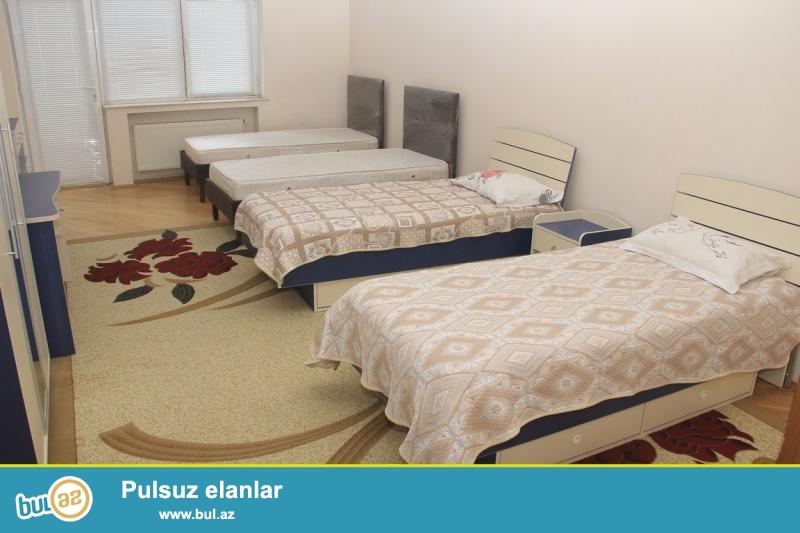 Срочно! 3а Американским посольством рядом с Насиминской прокуратурой , сдается в аренду квартира, Квартира со средним ремонтом, площадью 205 квадрат, 10/18 полностью обставлена мебелью...