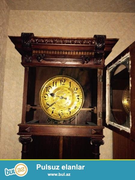 Alman istehsalidi.Bakida bu saatdan yoxdu!!!.Saatin yasi 130-150 arasidi...