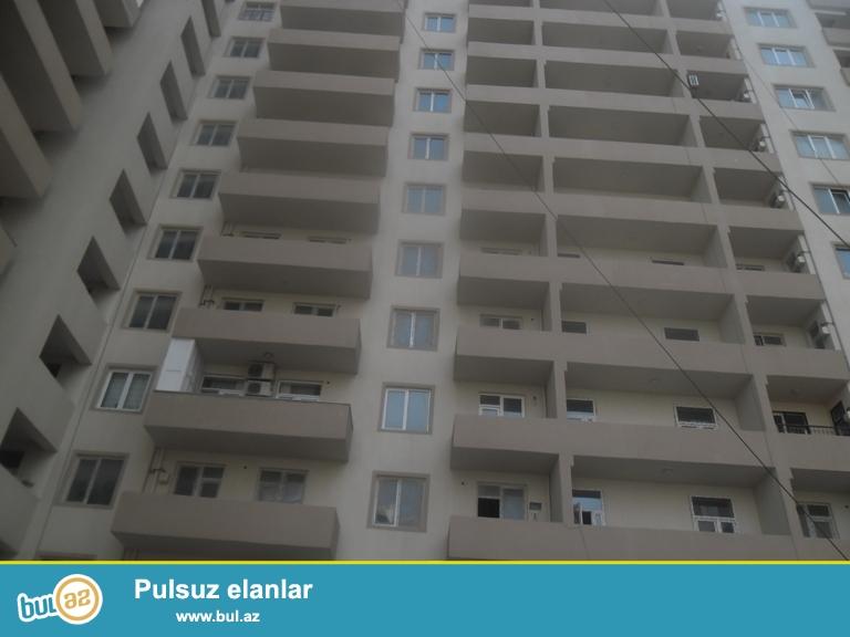 Yeni Yasamalda qazli binada 2otaqli padmayaq menzil 84kv, tam yasayisli binadir