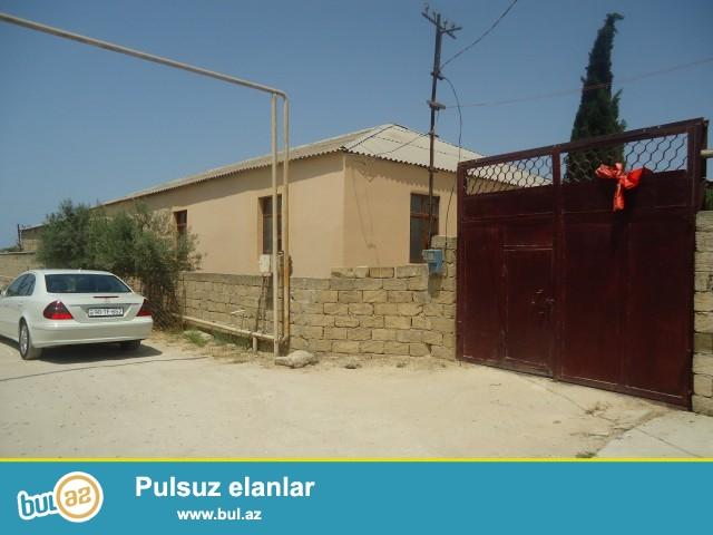 ELNUR Sabunçu rayonu Pirşağı qəsəbəsi baş yoldan 160 metr məsafədə 20 sot torpaq sahəsində 5 daş kürsüdə ümumi sahəsi 200 kv...
