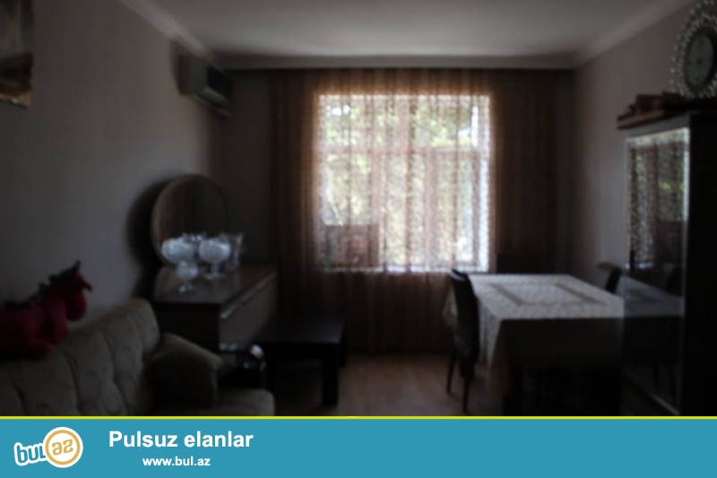 Zagulba(Buzovna)da pekarninin heyeti deyilən ərazidə 4 otaqlı ev satılır və ya dəyişdirilir...