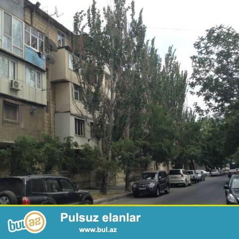 В Насиминском районе, недалеко  от посольства США, продается 2-х комнатная квартира...