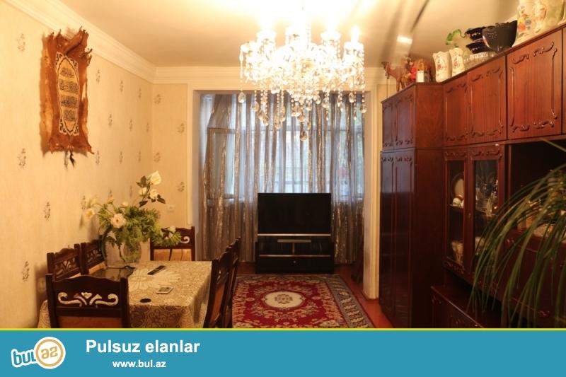 Yasamal rayonu, 158 nömrəli məktəb ilə Nərimanov heykəli arasında 2/6 ümumi sahəsi 50 kv...