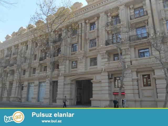 Səbail rayonu, Sahil metrosu yaxınlığında, stalinka layihəli binada 3 otaqlı mənzil kirayə verilir...