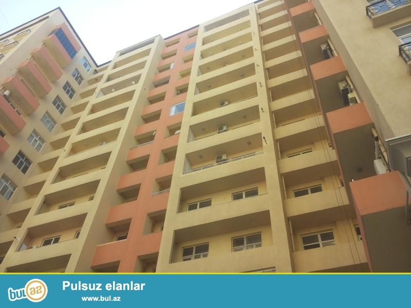 Продается 3-х комнатная квартира, 8 МКР, недалеко от метро Азадлыг, заселенная новостройка, 9/14, общая площадь 132 кв...