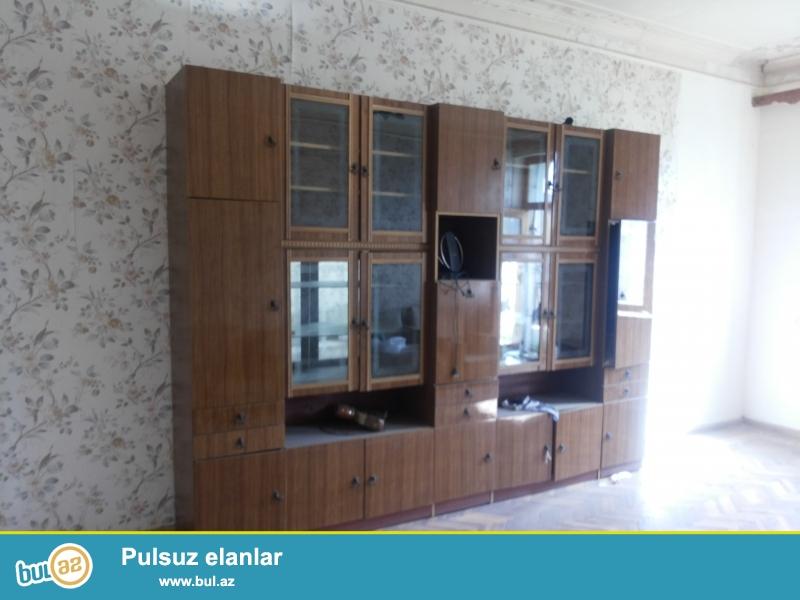 Nerimanovda Tefekkur Universitetinin yani orta temirli 2 otaqli 32 kv -li Heyet evi satilir...