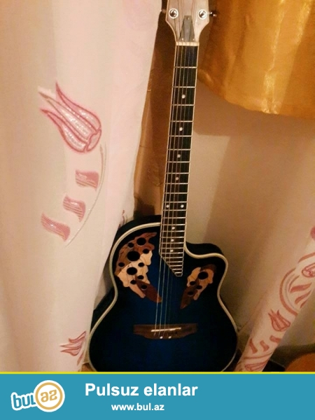elektro akustik gitarasatiliq 4  ayislenib  tecili pul lazimdi ona gore...