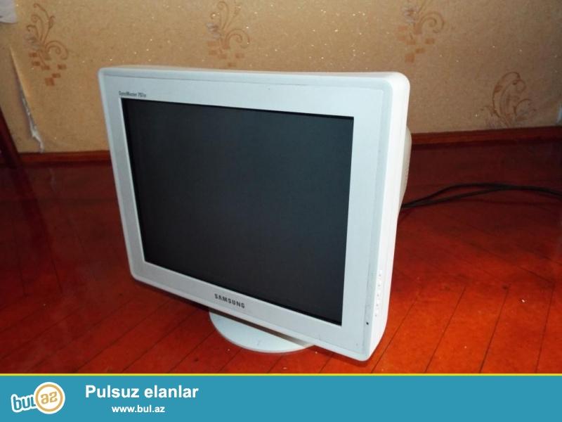 Komputer monitoru, arxasi qalin olanlardan.