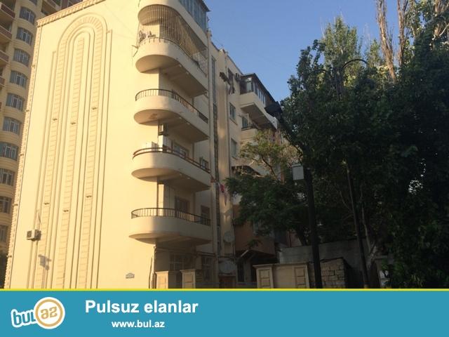 Сдается  трехкомнатная квартира<br /> Напротив парка Короглу,<br /> недалеко от к/т дружба...