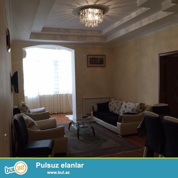 Nerimanov metrosuna yaxin  H.Eliyev  Merkezinin yani Edemin binasinda 16/10 cu mertebesinde 3 otaqli super temirli super esyali ev 700 AZN kiraye verlir...