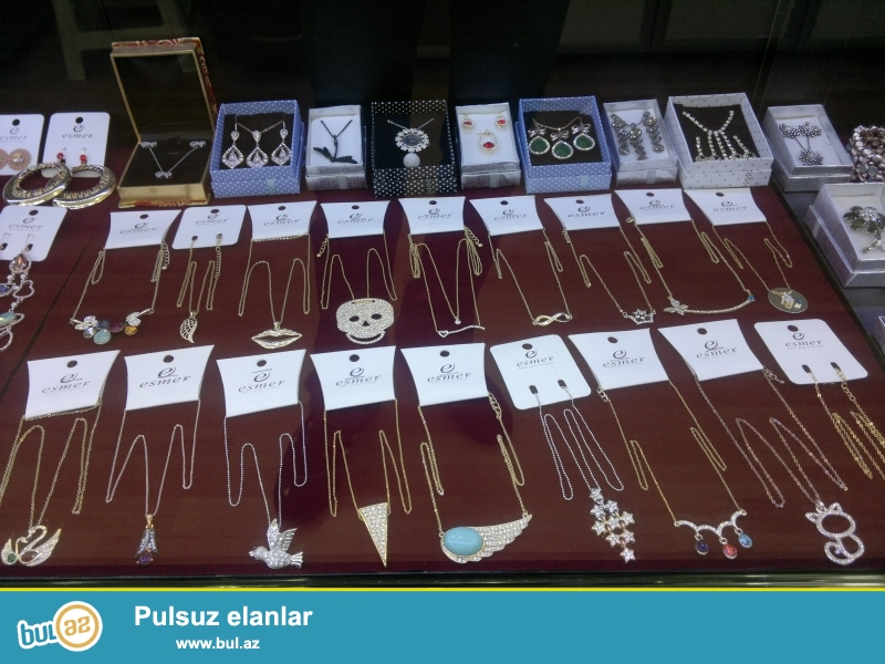 turkiyeden getirmis oldugum Esmer bijuteriya firmasina aid olan bijuteriyalari, qiymeti razilasmaq yolu ile satilir.