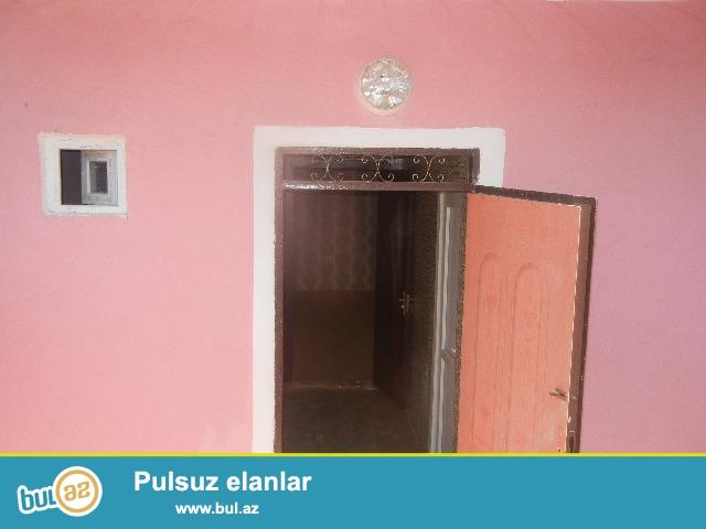 BIneqedide Polikinikadan 150 metr arali  50kv ev satilir...