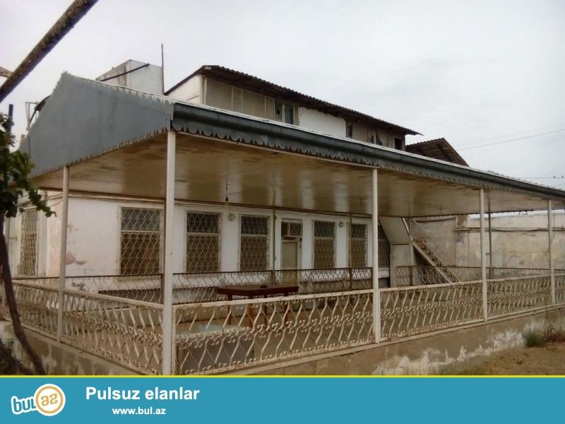 Для очень солидных клиентов! В поселке Мардакан  пригранично с Бузовна  , рядом с  новым автобаном ,продается 2-х этажный, площадью общего строения 200 квадрат, 6-и комнатный  частный дом старого строения , расположенный на  32 сотках земли ...