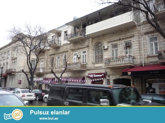 Cдается 4-х комнатная квартира в центре города, рядом с дворцом имени Г...