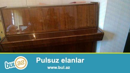 PETROF pianosu, ela veziyyetde. 3 pedallıdır, ideal mexanika ve akustikaya malikdir...