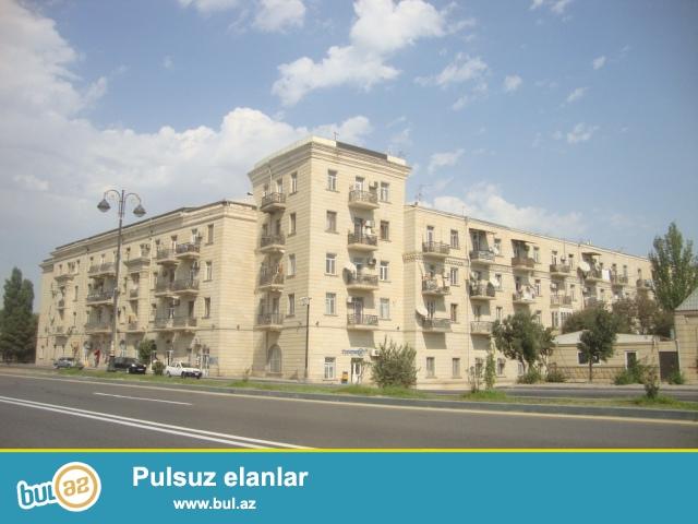 Xətai r-nu Zığ yolu 37 (Kombinatın yanı) Stalinka layihəli binanın mərtəbəsi 5/1,sahəsi 85 kv...