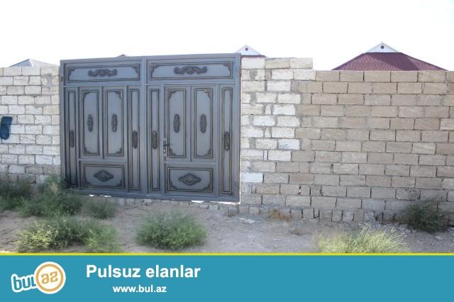 Sabunçu rayonu, Zabrat 1 qəsəbəsi, badamlıq deyilən ərazidə 2 sot torpaq sahəsində qoşa daşla tikilmiş yarı tikili ev satılır...