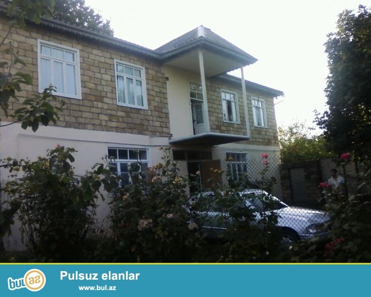 İsmayilli şəhərində Rəsul Rza küçəsində 2 mərtəbəli həyət evi satilir...