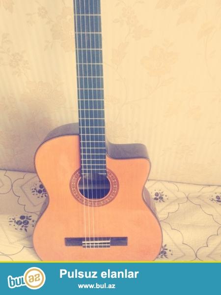 Gitara yenidir.Yeni karbon dadario simleri qoyulub...