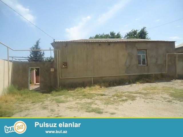 YAŞAR Sabunçu rayonu,Balaxanı qəsəbəsi, Dirçəliş küçəsində 5 sot torpaq sahəsində 4 daş kürsülü ümumi sahəsi 120 kv...