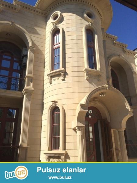 Очень  срочно  при въезде с проспекта Гусейна Джавида за Шушели Базаром , продаётся   новопостроенный  2-х этажный + подвал,  8-и комнатный   особняк - вилла, площадью 650 квадрат, расположенный на 4-х сотках приватизированного земельного участка ...