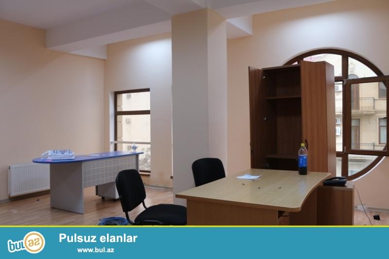 Yasamal Rayonu Cəfər Cabbarli Küçəsi  Metro Nizamiye yaxin 4/2 (Liftnən ) Ofisler üçün tikili binada ümumi sahəsi 210 kv...