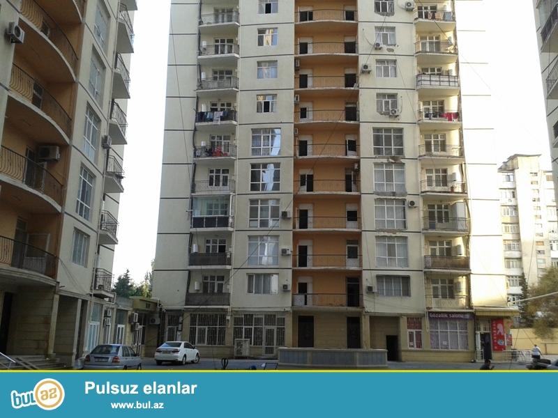 Продается 1-а комнатная квартира переделанная в 2-х комнатную, по проспекту Азадлыг, около Грант маркета,10/16 этажной новостройки, общая площадь 60 кв...