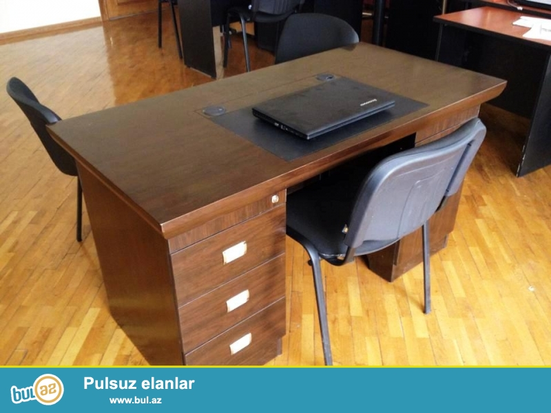 Ofis ucun masa satilir. Sirket fealiyyetini dayandirdiqi ucun masalar satilir...