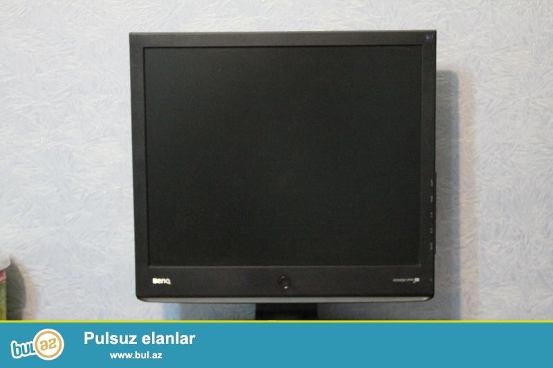 LCD Monitor Benq E700 19